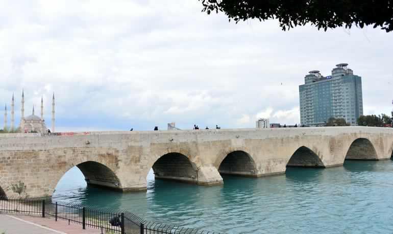 الجسر الحجري في أضنة